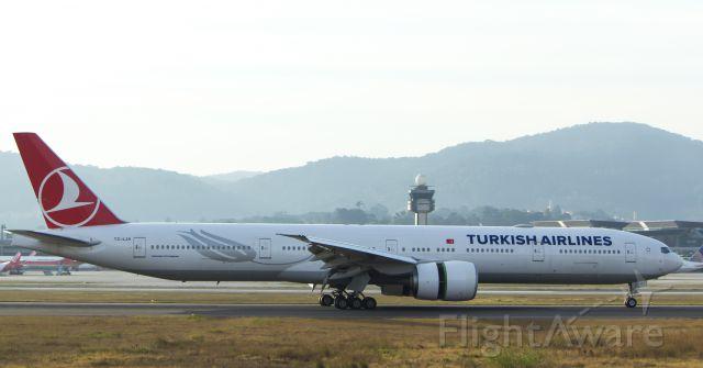 BOEING 777-300 (TC-LJA)