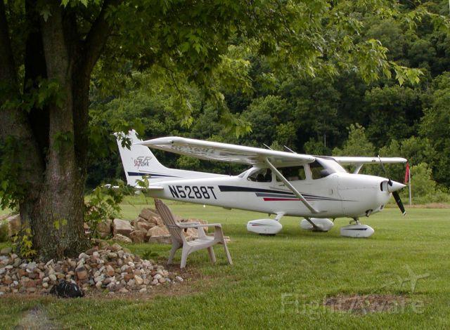 Cessna Skyhawk (N5288T) - N5288T at Lee Bottom Flying Field (64I), Hanover, Indiana.