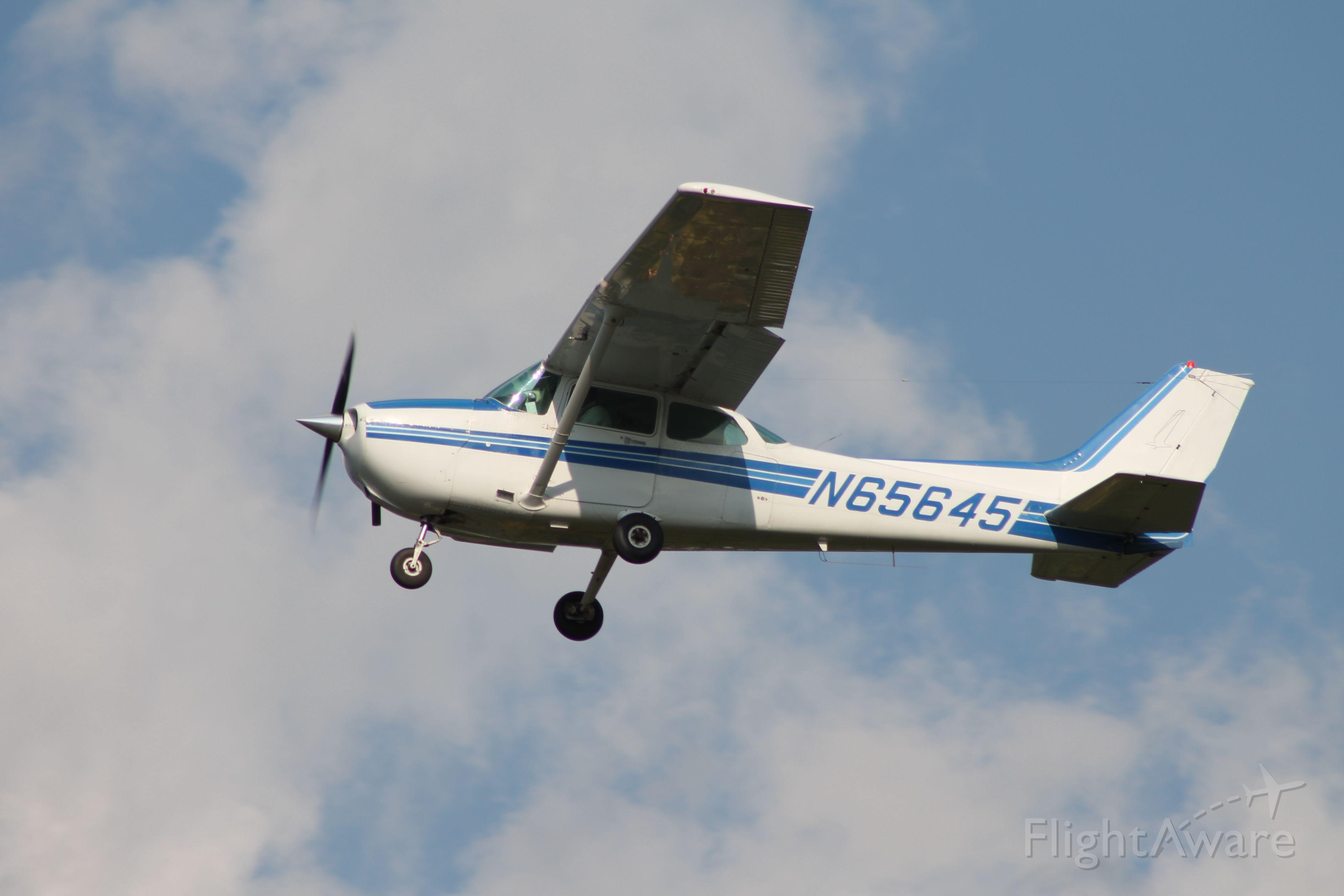Cessna Skyhawk (N65645)