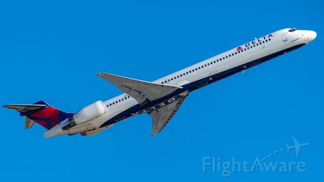 McDonnell Douglas MD-90 (N936DN) - Departing 22br /10/28/18