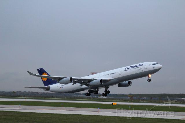 Airbus A340-300 (D-AIGZ) - 32L Departure