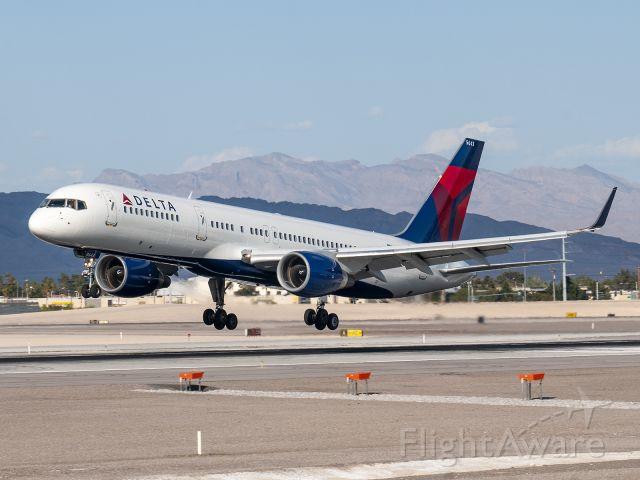 Boeing 757-200 (N543US) - 3/22/2014