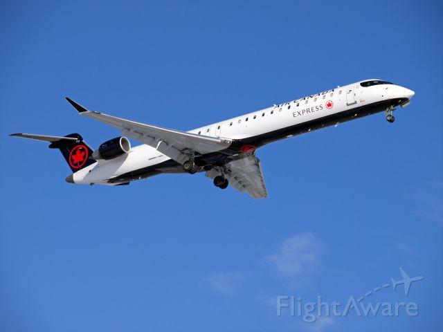 Canadair Regional Jet CRJ-900 (C-GLJZ) - Spotting