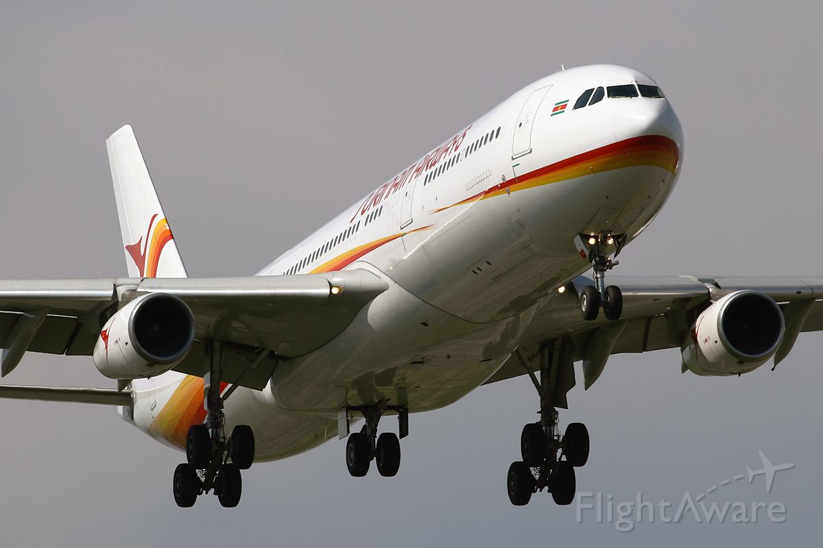Airbus A340-300 (PZ-TCR)