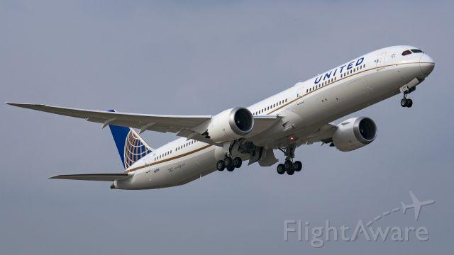 BOEING 787-10 Dreamliner (N12006) - United 787-10 climbing out off 15R KIAH.