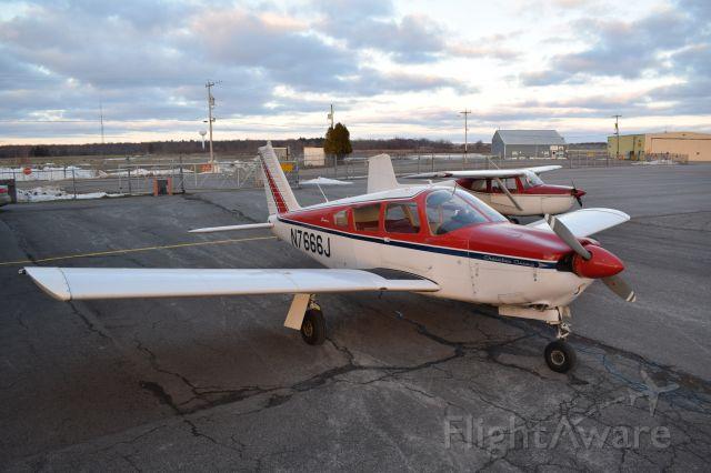 Piper Cherokee (N7666J)