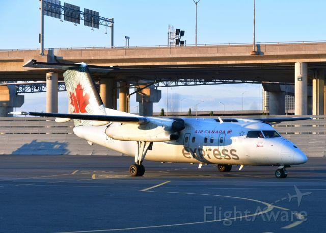 de Havilland Dash 8-100 (C-FGRP) - Air Canada Express De Havilland Canada DHC-8-102 Dash 8 C-FGRP in Toronto