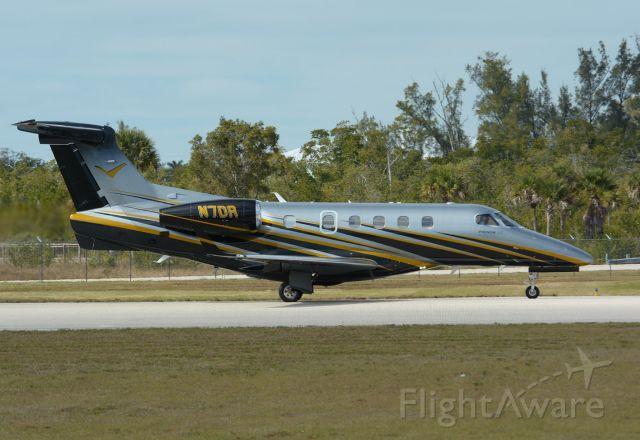 Embraer Phenom 300 (N7DR)