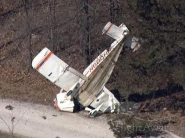 """N600HH — - guess were not flying anytime soon.<br />LINCOLN COUNTY, Mo. —  A single-engine plane crashed into some trees near Wolf Creek Road and State Highway U Thursday afternoon<br /><a rel=""""nofollow"""" href=""""http://www.kmov.com/story/37460533/emergency-crews-responding-to-plane-crash-in-lincoln-county"""">http://www.kmov.com/story/37460533/emergency-crews-responding-to-plane-crash-in-lincoln-county</a>"""