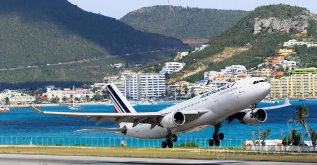 Airbus A330-200 (F-GZCL) - Air France Airbus A332 F-GZCL departing TNCM St Maarten on runaway 28 for Paris France. in the back ground we have the Kimsha beach area with Atrium hotel.