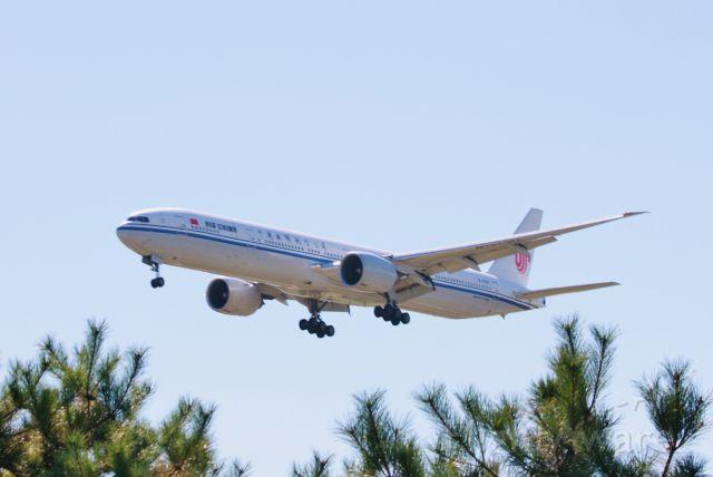 Boeing 777-200 (B-2087)