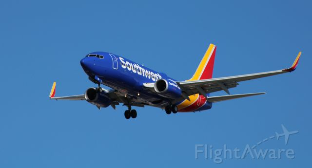 Boeing 737-700 (N207WN) - On final is this 2005 Southwest Airlines Boeing 737-7H4 in the Winter of 2020.