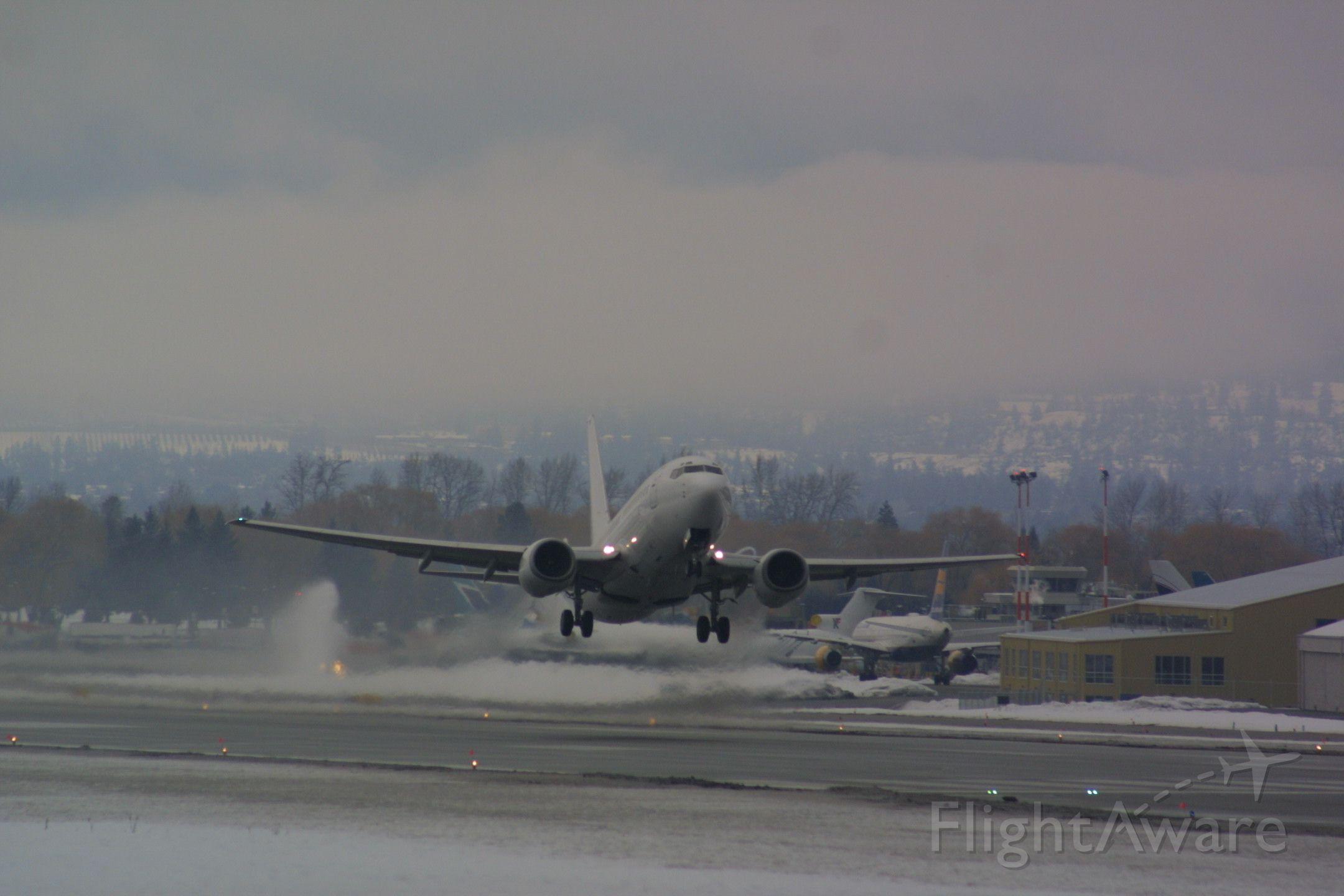 Boeing 737-700 (C-GDEJ)