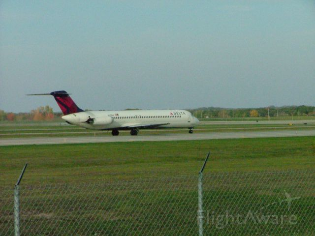 McDonnell Douglas DC-9-50 (N777NC) - Ahh,yes! The roar of P&W JT9