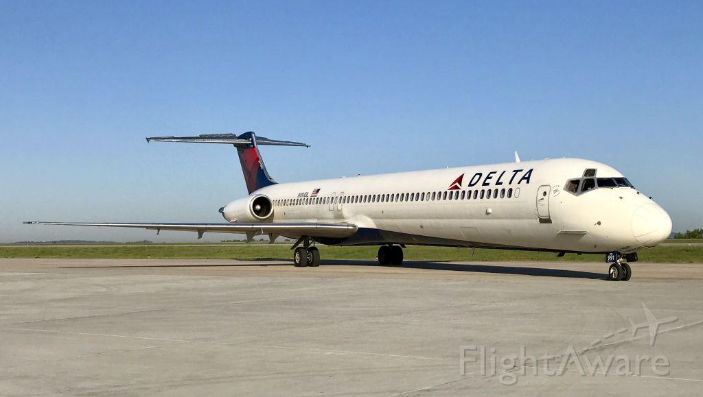 McDonnell Douglas MD-88 (N991DL)