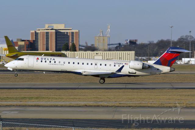 Canadair Regional Jet CRJ-700 (N750EV)