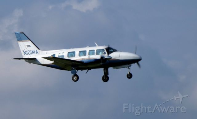 Piper Navajo (N101MA) - On final is this 1977 Piper Navajo Chieftain in the Summer of 2018.