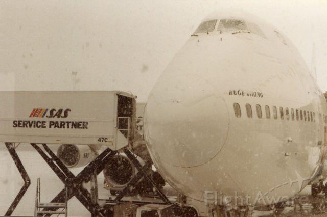Boeing 747-200 (LN-RNB) - Snow  falling on SAS Huge Viking at Arlanda, Stockholm Airport, before boarding.<br />It was January 1995