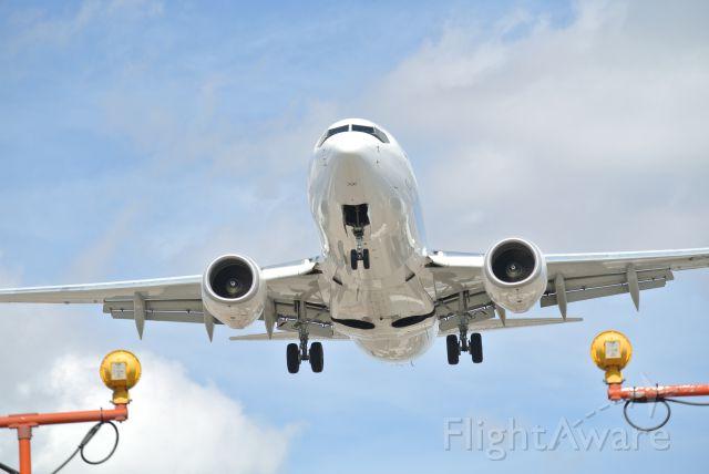 Boeing 737-700 — - Landing 23 Pearson