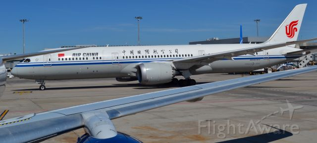 Boeing Dreamliner (Srs.8) — - AEROPUERTO DE ADOLFO SUAREZ MADRID BARAJAS. VUELO DE AIR CHINA CON DESTINO BEIJING (11 SEPTIEMBRE 2019)