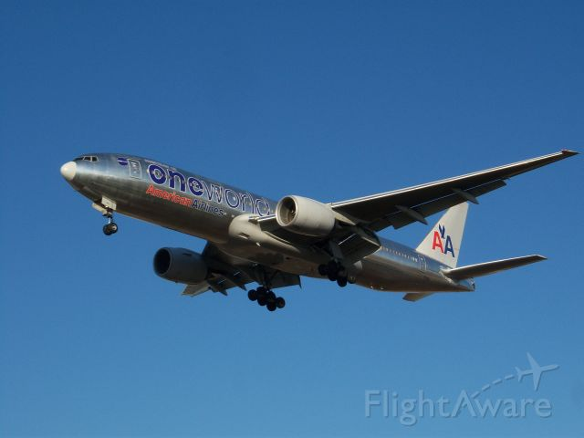 Boeing 777-200 (N791AN) - On final for Runway 28 at Chicago O