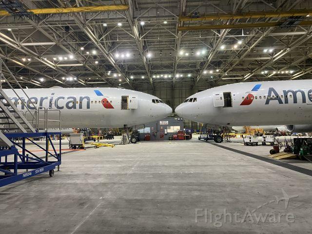 BOEING 777-300ER (N723AN)
