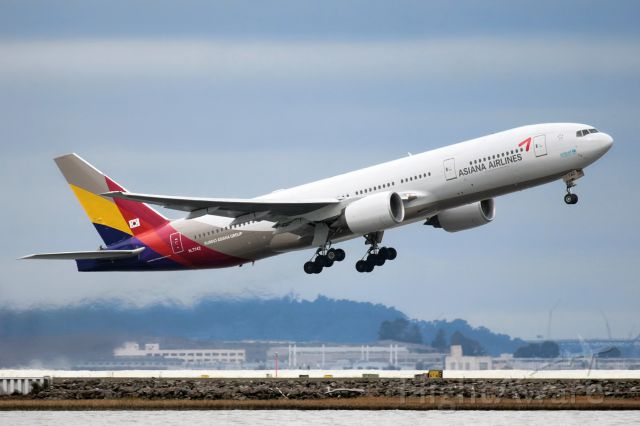 Boeing 777-200 (HL7742)