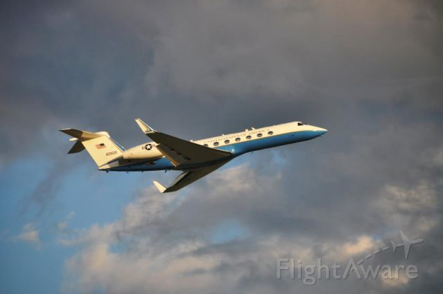 N60500 — - USAF G550 departing CYOW