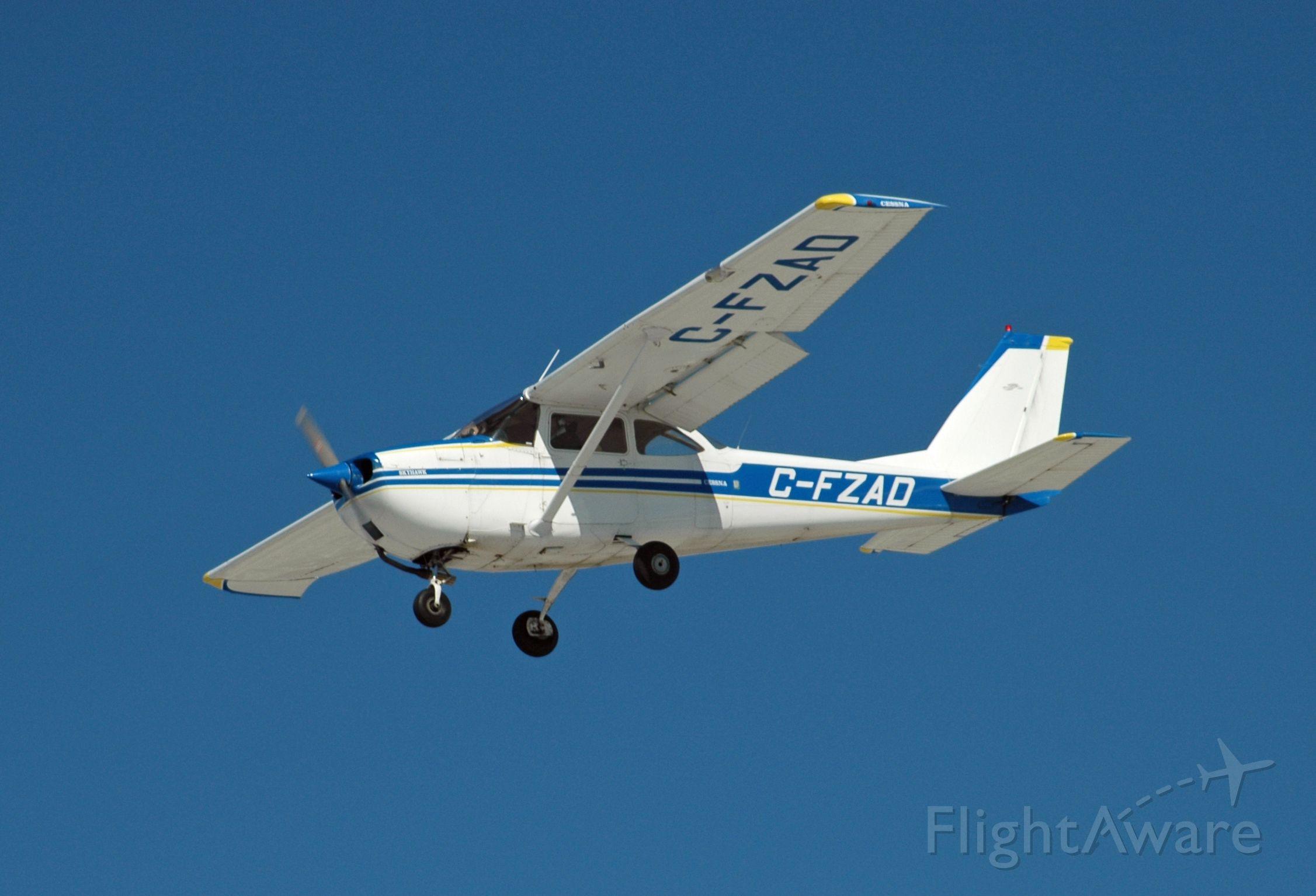 Cessna Skyhawk (C-FZAD) - 1968 Cessna 172I Skyhawk (C-FZAD/172-56696) on final approach at CYPQ on March 7, 2021
