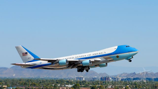 """N28000 — - Boeing 747-200 / VC-25A """"Air Force One"""" departing Phoenix Sky Harbor Airport (KPHX), en route to the Grand Canyon."""