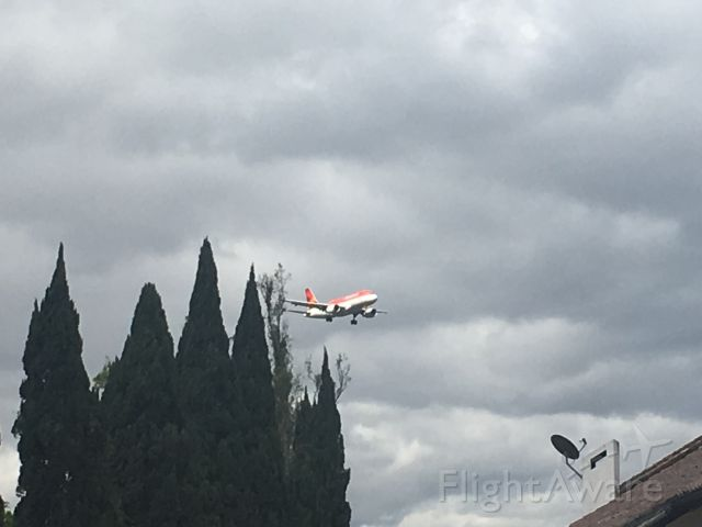 Airbus A319 (HC-CSB) - On Final approach to the Quito airport.