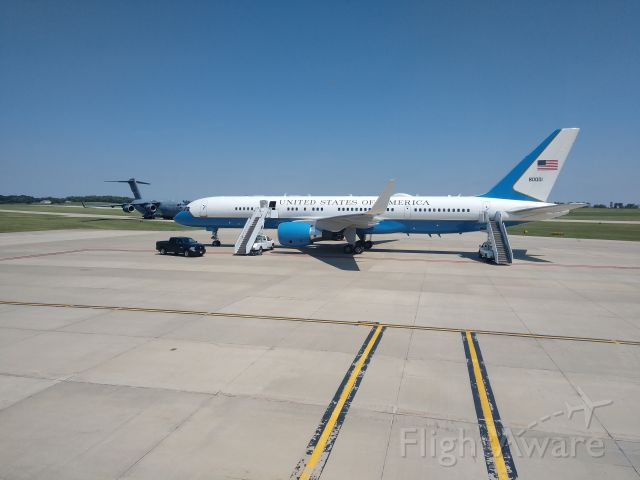N80001 — - Air Force 2 on the ramp at KMCW.