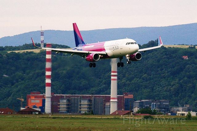 Airbus A320 (HA-LYQ) - No, this is NOT a Red Bull Race! It is a WizzAir A320 landing on RWY 19 at Kosice int. airport