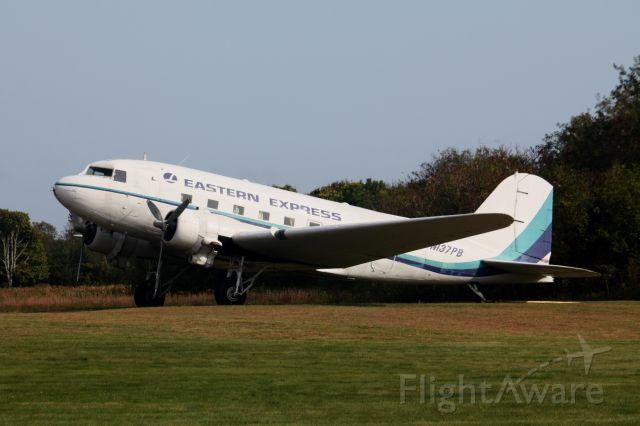 Douglas DC-3 (N137PB)