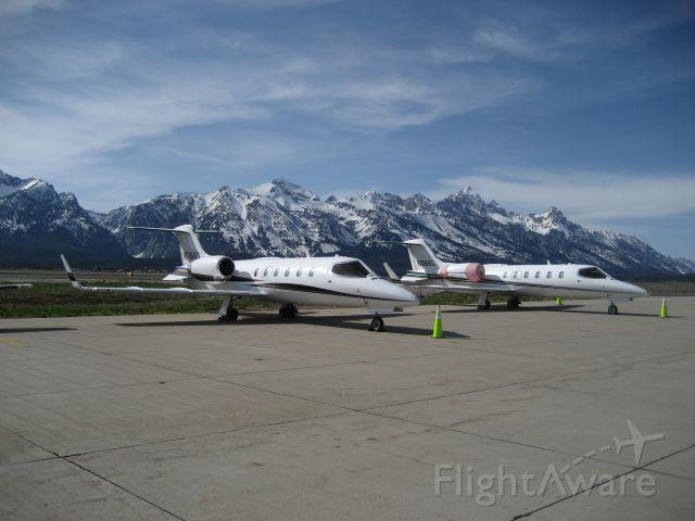 Learjet 31 (N36BL) - SISTER SHIPS