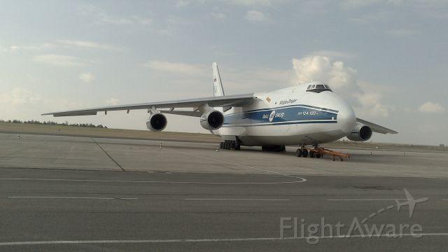 Antonov An-124 Ruslan (RA-82081) - Un Antonov 124-100 de Volga Dnepr sur le Tarmac de Vatry (Partie 2)