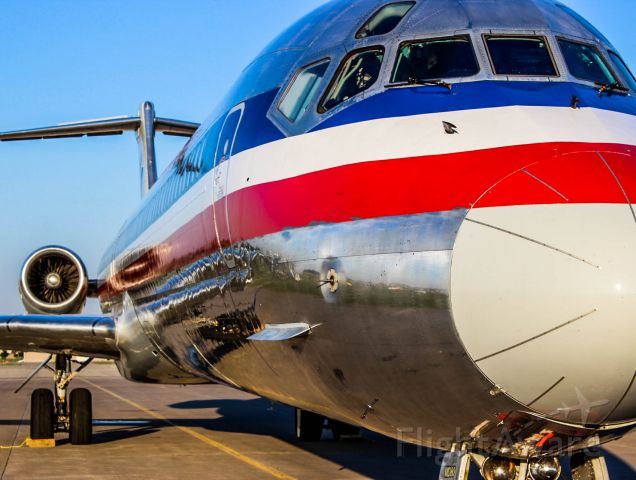 McDonnell Douglas MD-82 —