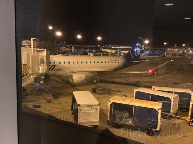 Embraer 175 (N198SY)