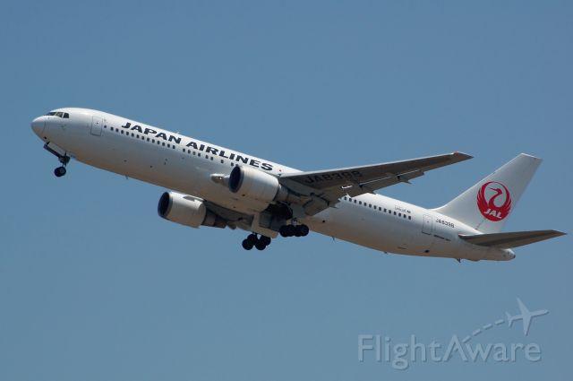 BOEING 767-300 (JA8398) - 2013-05-17