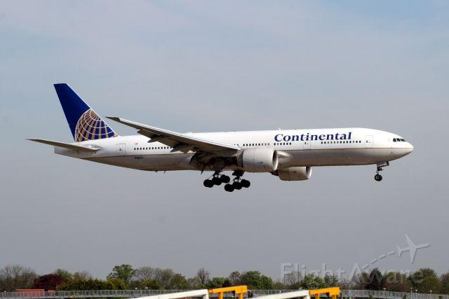 Boeing 777-200 (N78013) - Arriving on 24-Apr-09 operating flight COA4 from KIAH