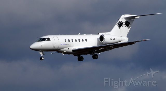 Hawker Beechcraft 4000 (N31JE) - On final is this 2009 Hawker-Beechcraft in the Winter of 2019. At one point Flight Log recorded a cruising speed of 710 mph at 41,000 feet and on descent 738 mph at 28,600 feet. Glad it slowed for a few photos.