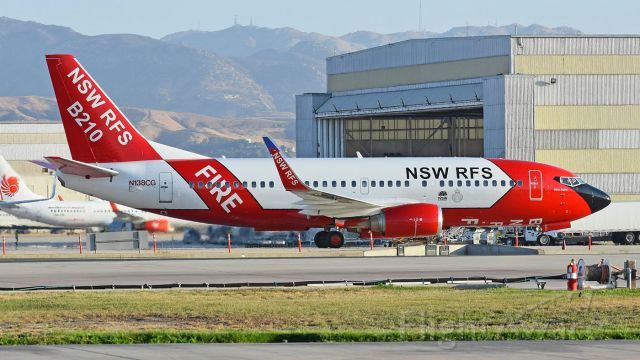 Boeing 737-700 (N138CG) - NSW RFS answered a call for help from the U.S. and sent their B737-300 Large Airtanker capable of carry 4,000 gallons of retardant to help battle the wildfires in the western part of the country during this devastating fire season.