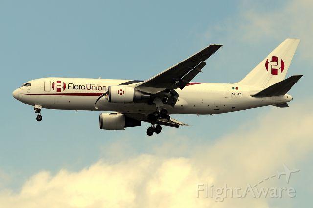BOEING 767-200 (XA-LRC) - 'AeroUnion 500' arriving from Merida, Mexico