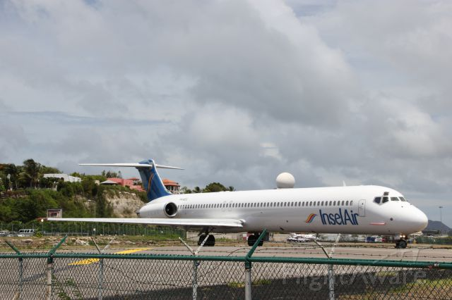McDonnell Douglas MD-83 (P4-MDG) - Mad Dog cleared for take off from SXM