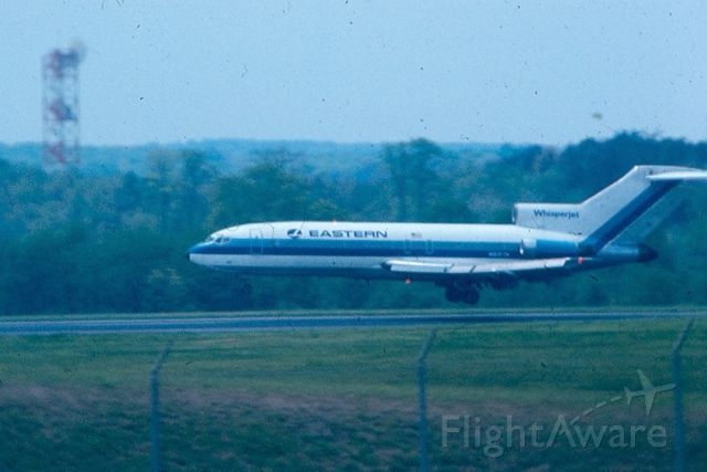 Boeing 727-100 — - About to touch down on runway 15R at KBWI