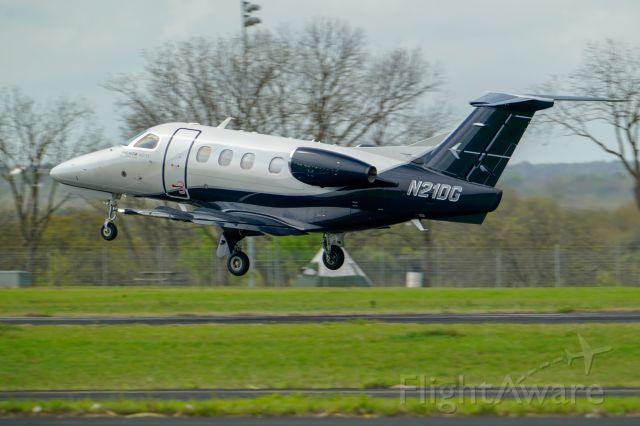 Embraer Phenom 100 (N21DG) - airborne