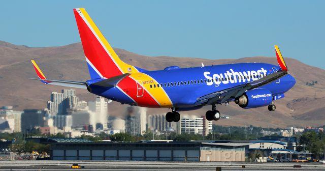 Boeing 737-700 (N7874B) - Caught here landing on Reno Tahoe International