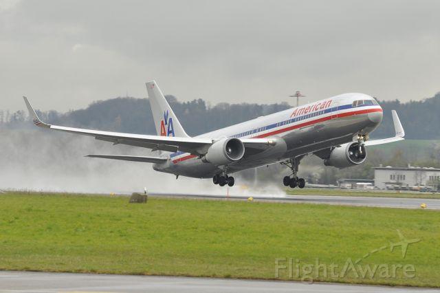 BOEING 767-200 (N360AA)