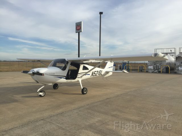 Cessna Skycatcher (N5216L) - Fueling up at TME