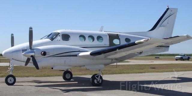 Beechcraft King Air 90 (N416MR)
